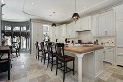 Кухня в роскошном доме Стоковые Изображения RF