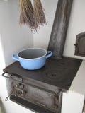 кухня деревенского дома старая стоковые изображения rf