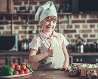 кухня девушки немногая Стоковое Фото