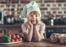 кухня девушки немногая Стоковая Фотография RF