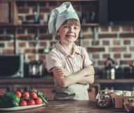 кухня девушки немногая Стоковая Фотография
