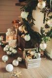 Кухня загородного дома украшенная на праздники рождества и Нового Года Стоковое Фото
