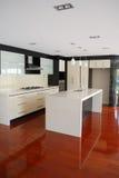 кухня конструктора самомоднейшая Стоковая Фотография RF