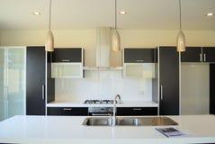 кухня конструктора самомоднейшая Стоковое Изображение RF