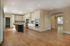 кухня конструкции домашняя новая Стоковая Фотография