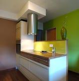 кухня конструкции новая Стоковая Фотография