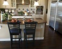 кухня конструкции нутряная самомоднейшая стоковое изображение rf