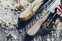 Кухня концепции выпечки варя аксессуары столового прибора для печь дальше Стоковое Фото
