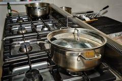 Кухня настоящего ресторана Стоковое Фото