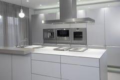 Кухня, новая современная кухня пустая Стоковые Изображения RF