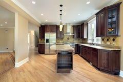 кухня острова конструкции домашняя новая Стоковые Фотографии RF