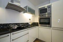 кухня приборов современная самомоднейшая стоковая фотография