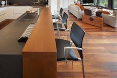 Кухня роскошной квартиры Стоковые Фото