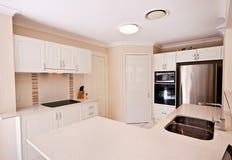 кухня самомоднейшая Стоковые Фотографии RF
