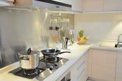 кухня семьи самомоднейшая Стоковое Изображение RF
