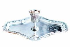 Кухня серебряных и питья чашки стоковые изображения rf