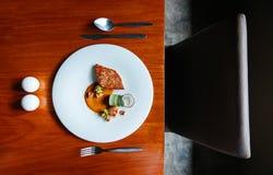 Кухня стейка морского волка и Scallop современная, зажаренный морской волк и Sc Стоковые Изображения