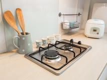 Кухня, счетчик варить плиты. стоковое изображение