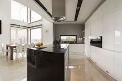 Кухня с столовой стоковая фотография rf