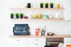 """Кухня утра с утром """"Good плиты!  †Стоковые Изображения RF"""