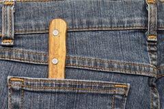 Кухонный нож в карманн джинсов Стоковые Изображения RF