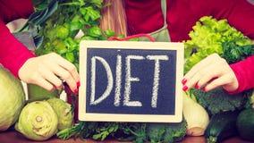 Кухонный стол с много зеленых овощей диеты Стоковые Изображения RF