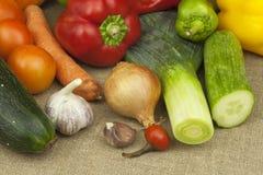 Кухонный стол, подготавливает для варить vegetable блюда еда диетпитания здоровая стоковые изображения rf
