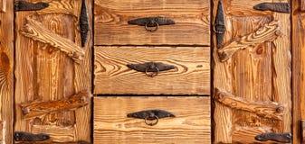 Кухонный шкаф с несколькими случаев вырывания Стоковое Изображение