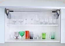 Кухонный шкаф с стеклами Стоковые Изображения