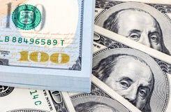 Куча 100 американских банкнот доллара Стоковое Изображение