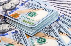 Куча 100 американских банкнот доллара Стоковое Фото