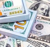 Куча 100 американских банкнот доллара Стоковые Фото
