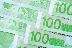 Куча 100 банкнот валюты евро Стоковые Фотографии RF