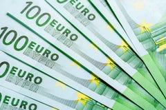Куча 100 банкнот валюты евро Стоковое Фото