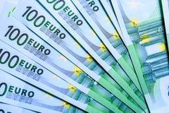 Куча 100 банкнот валюты евро Стоковое фото RF