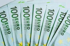 Куча 100 банкнот валюты евро Стоковые Фото
