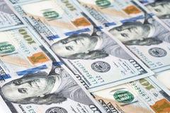 Куча 100 банкнот доллара как предпосылка денег Стоковые Фотографии RF
