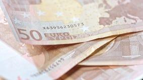 Куча 50 банкнот евро на таблице Стоковые Изображения