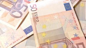 Куча 50 банкнот евро на таблице Стоковое Фото
