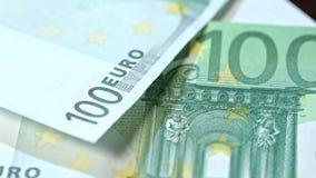 Куча 100 банкнот евро на таблице Стоковая Фотография RF