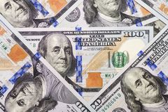 Куча 100 банкнот США с портретами президента E стоковые изображения