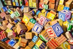 Куча блока красочного алфавита children's винтажного деревянного забавляется Стоковое фото RF