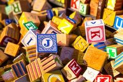 Куча блока красочного алфавита children's винтажного деревянного забавляется Стоковая Фотография RF