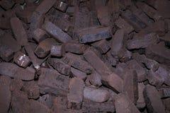 Куча брикетов торфа, альтернативных топлив, сырья стоковая фотография rf