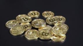Куча валюты Bitcoins виртуальная акции видеоматериалы