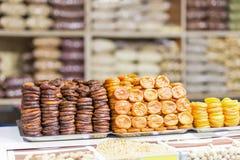 Куча высушенных плодоовощей, высушенные абрикосы подготовила в различном рынке или магазине ar путей Стоковое Изображение