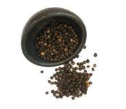 Куча горячих изолированных семян черного перца Стоковые Изображения RF