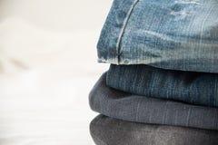 Куча голубых джинсов закрывает вверх Стоковая Фотография