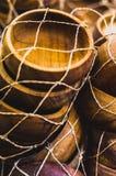 Куча деревянных ashtrays внутри сети стоковые изображения