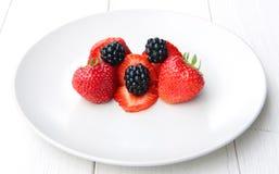 Куча ежевик и strawbeeries Стоковые Изображения RF